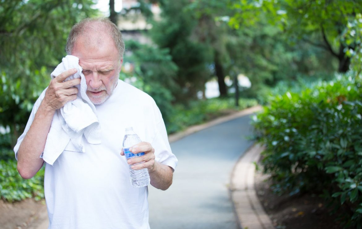 5 Signs of Overheating Seniors Need to Watch Out for This Summer